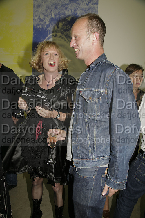 GRAYSON PERRY AND JOHNNIE SHAND KYDD, Johnnie Shand Kydd:  book launch party celebrate the publication of Crash.White Cube. Hoxton sq. London. 18 September 2006. ONE TIME USE ONLY - DO NOT ARCHIVE  © Copyright Photograph by Dafydd Jones 66 Stockwell Park Rd. London SW9 0DA Tel 020 7733 0108 www.dafjones.com
