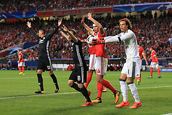 18 October 2017 -  UEFA Champions League - (Group A) - SL Benfica v Manchester United  - A goal is awarded after Mile Svilar of Benfica carries the ball over the line from.a Marcus Rashford of Manchester United free kick - Photo: Marc Atkins/Offside