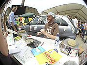 BOB AND ROBERTA SMITH, The Art Car Boot Fair, Truman Brewery, Brick Lane. London. 4 June 2006. ONE TIME USE ONLY - DO NOT ARCHIVE  © Copyright Photograph by Dafydd Jones 66 Stockwell Park Rd. London SW9 0DA Tel 020 7733 0108 www.dafjones.com