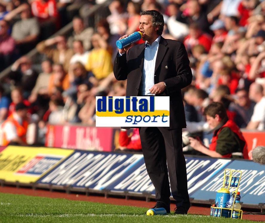 Photo. Daniel Hambury, Digitalsport<br /> Southampton v Chelsea. <br /> 02/04/2005.<br /> Barclays Premiership<br /> Chelsea`s manager Jose Mourinho keeps cool.