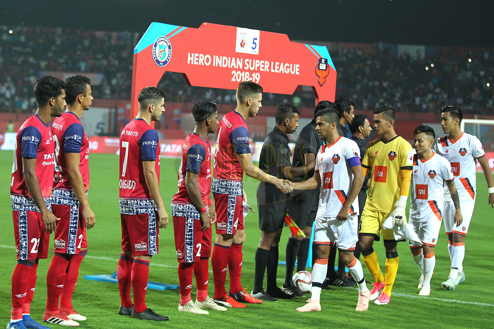 Players from both teams during match 25 of the Hero Indian Super League 2018 ( ISL ) between Jamshedpur FC and FC Goa held at JRD Tata Sports Complex, Jamshedpur, India on the 1st November  2018<br /> <br /> Photo by: Deepak Malik /SPORTZPICS for ISL