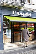 wine shop l'essentiel saint emilion bordeaux france