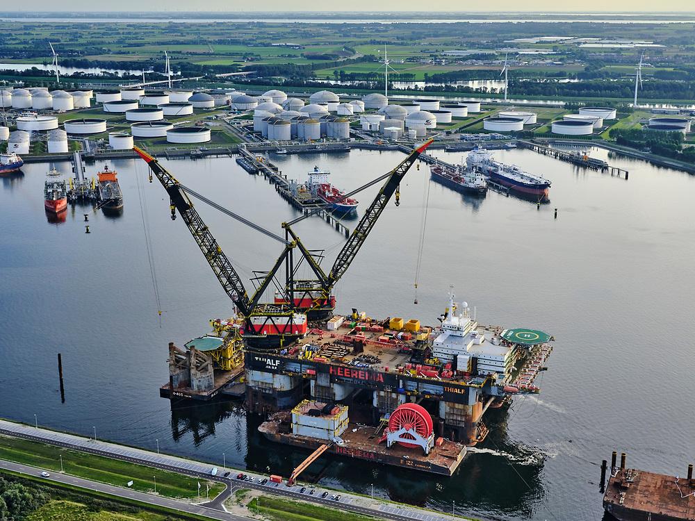 Nederland, Zuid-Holland, Rotterdam, 14-09-2019; Europoort, Calandkanaal met 7e Petroleumhaven. Heerema Rozenburg met kraanschip Thialf (diep water constructieschip (DCV).<br /> Europoort, Calandkanaal with 7th Petroleumhaven. Heerema Rozenburg with crane vessel Thialf (deep water construction vessel (DCV).<br /> <br /> luchtfoto (toeslag op standard tarieven);<br /> aerial photo (additional fee required);<br /> copyright foto/photo Siebe Swart