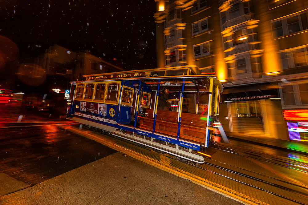 California Street cable car, San Francisco, California USA
