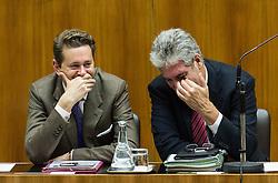15.10.2015, Parlament, Wien, AUT, Parlament, Nationalratssitzung, Sitzung des Nationalrates mit Generaldebatte über das Bundesfinanzgesetz 2016, im Bild v.l.n.r. Staatssekretär für Wissenschaft, Forschung und Wirtschaft Harald Mahrer (ÖVP) und Bundesminister für Finanzen Hans Jörg Schelling (ÖVP) // f.l.t.r. State Secretary for Science and Economy Harald Mahrer (OeVP) and Minister of Finance Johann Georg Schelling (OeVP) during meeting of the National Council of austria according to government budget at austrian parliament in Vienna, Austria on 2015/10/15, EXPA Pictures © 2015, PhotoCredit: EXPA/ Michael Gruber