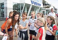 AMSTERDAM - VOLVO ambassadeurs Naomi van As en Billy Bakker bezoeken Volvo dealer  BAN COPYRIGHT KOEN SUYK