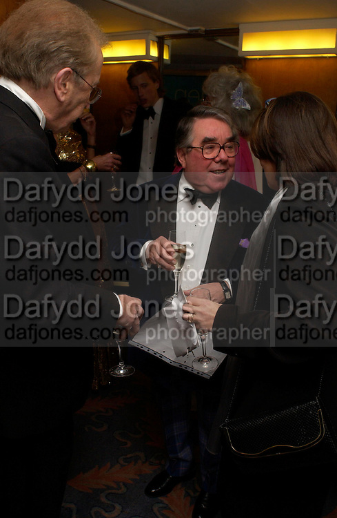 David Frost  and Ronnie Corbett. Annual  Award dinner given by the Media Society in honour of Sir David Frost. Savoy. 9 March 2005. ONE TIME USE ONLY - DO NOT ARCHIVE  © Copyright Photograph by Dafydd Jones 66 Stockwell Park Rd. London SW9 0DA Tel 020 7733 0108 www.dafjones.com