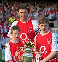 Fotball<br /> Testimonial for Martin Keown, Arsenal<br /> 17. mai 2004<br /> Foto: Digitalsport<br /> NORWAY ONLY<br /> Martin Keown med sine to sønner