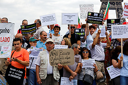 June 17, 2017 - Paris, France - Victims of toxic investments made by former Banco Espirito Santo (BES) now Novo Banco (New Bank) hold posters and shout slogans in front of the Eiffel tower, in Paris on June 17, 2017 during a demonstration of Portuguese emigrants living in France to claim their lost monies following the during the collapse of BES. According to the movement of aggrieved Emigrants, launched in Paris, some 8000 Portuguese abroad, including 4,000 in France, had traded their savings against BES financial products, mostly presented as safe, totaling 720 million euros. (Credit Image: © Michel Stoupak/NurPhoto via ZUMA Press)