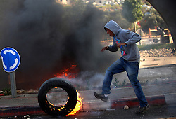 08.10.2015, Ramallah, PSE, Gewalt zwischen Palästinensern und Israelis, im Bild Zusammenstösse zwischen Palästinensischen Demonstranten und Israelischen Sicherheitskräfte // A Palestinian burns a tire during clashes with Israeli security forces in Beit El, near the West Bank city of Ramallah. New violence rocked Israel and the Israeli occupied West Bank, including an incident in which men thought to be undercover Israeli police opened fire on Palestinian stone throwers they had infiltrated, wounding three of them, Palestine on 2015/10/08. EXPA Pictures © 2015, PhotoCredit: EXPA/ APAimages/ Shadi Hatem<br /> <br /> *****ATTENTION - for AUT, GER, SUI, ITA, POL, CRO, SRB only*****