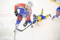 Ishockey , GET-Ligaen <br /> 15. November 2014 ,<br /> Vålerenga Hockey - Storhamar Dragons<br /> Erik Follestad Johansen - VIF <br /> Linus Johansson - Storhamar<br /> Foto: Sjur Stølen