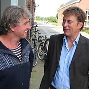 NLD/Amsterdam/20070821 - Perspresentatie AVRO programma Hoge Bomen : Pioniers, presentator Pieter Jan Hagens en zeezeiler Henk de Velde