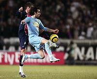 Fotball<br /> Frankrike 2005/2006<br /> Foto: Dppi/Digitalsport<br /> NORWAY ONLY<br /> <br /> FOOTBALL - FRENCH CHAMPIONSHIP 2005/2006 - PARIS SG v LE MANS UC - 18/02/2006 - CEDRIC FAURE (MANS) / DAVID ROZEHNAL (PSG)