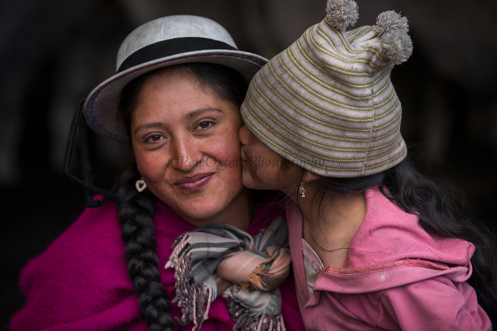 Indian woman & child<br /> Marta Tacuri & Melany Jaya<br /> Pulingue San Pablo community<br /> Chimborazo Province<br /> Andes<br /> ECUADOR, South America