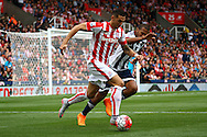 Geoff Cameron of Stoke City breaks away from Jose Salomon Rondon of West Bromwich Albion. Barclays Premier League match, Stoke city v West Bromwich Albion at the Britannia stadium in Stoke on Trent, Staffs on Saturday 29th August 2015.<br /> pic by Chris Stading, Andrew Orchard sports photography.