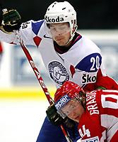 Ishockey<br /> VM 2009<br /> 30.04.2009<br /> Norge v Hviterussland<br /> Foto: Gepa/Digitalsport<br /> NORWAY ONLY<br /> <br /> Bild zeigt Anders Bastiansen (NOR) und Mikhail Grabovski (BLR)