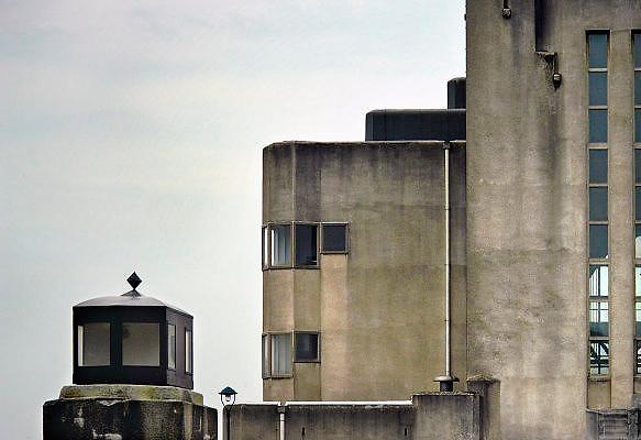 Nederland, Radio Kootwijk, 7-10-2009Het voormalig zendergebouw, radiostation. De bouw begon in augustus 1920. Afgebouwd in 1922. Architekt Jules Luthmann, architectuur van de Amsterdamse school. Dienst landelijke gebieden.Foto: Flip Franssen/Hollandse Hoogte
