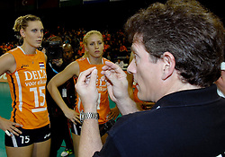 11-11-2007 VOLLEYBAL: PRE OKT: NEDERLAND - AZERBEIDZJAN: EINDHOVEN<br /> Nederland wint ook de de laatste wedstrijd. Azerbeidzjan verloor met 3-1 / Ingrid Visser, Avital Selinger en Kim Staelens<br /> ©2007-WWW.FOTOHOOGENDOORN.NL