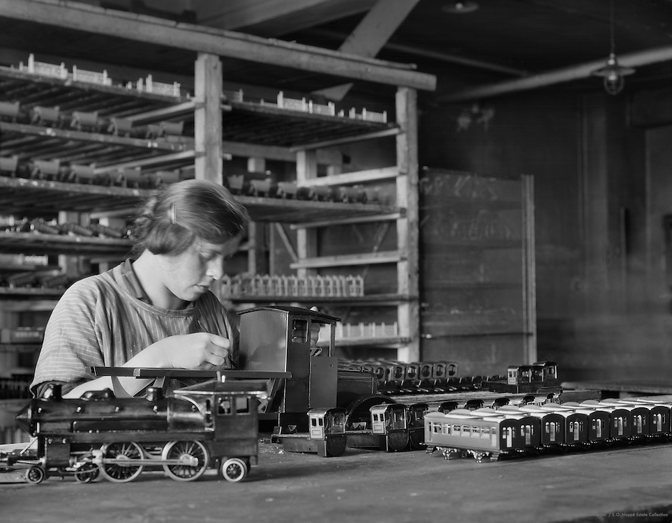 Testing a toy train engine, Bing Toy Factory, Nürnberg, 1928