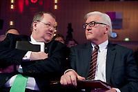 11 JAN 2011, KOELN/GERMANY:<br /> Peter Heesen (L), dbb Bundesvorsitzender, und Frank-Walter Steinmeier (R), SPD Fraktionsvorsitzender, im Gespraech, 52. Jahrestagung dbb beamtenbund und tarifunion, Congress-Centrum Nord Koelnmesse<br /> IMAGE: 20110111-01-066<br /> KEYWORDS: Köln
