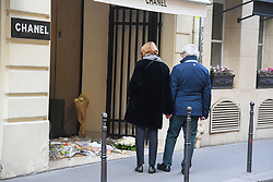 February 21, 2019 - Paris, france - Flowers are left at the French fashion house Chanel rue Cambon to pay tribute to the fashion designer Karl Lagerfeld. Celebrated fashion designer Karl Lagerfeld died in Paris, aged 85. Most recently he was creative director at both Chanel and Fendi fashion houses. (Credit Image: © Panoramic via ZUMA Press)