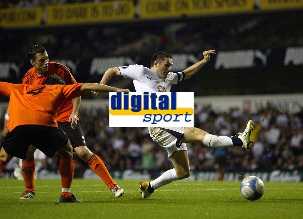 Photo: Chris Ratcliffe.<br /> Tottenham Hotspur v Slavia Prague. UEFA Cup. 28/09/2006.<br /> Robbie Keane of Spurs stretches away from te Prague defence.