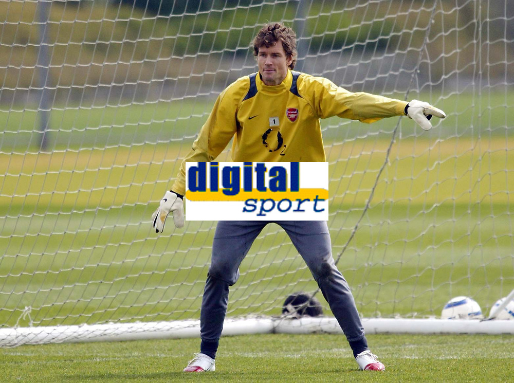 Photo: Chris Ratcliffe.<br />Arsenal Training Session. UEFA Champions League. 18/04/2006.<br />Jens Lehmann points the way during training.