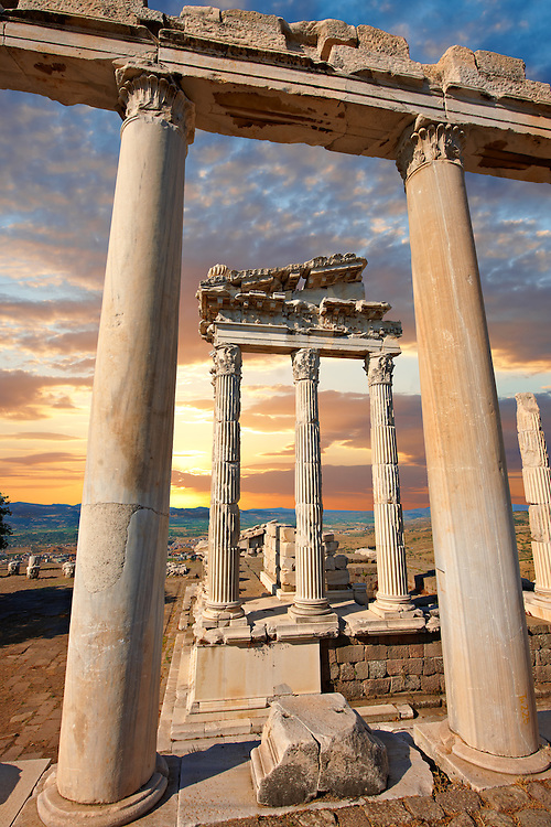 Pillars of the Greco - Roman Temple of Trajan, started by Trajan but after his death Emperor Hadrian (117-138) . A Corinthian order temple on a terrace with dimensions of 68×58m (223.10ft×190.29ft). Pergamon (Bergama) Archaeological Site, Turkey .<br /> <br /> If you prefer to buy from our ALAMY PHOTO LIBRARY  Collection visit : https://www.alamy.com/portfolio/paul-williams-funkystock/pergamon-site-turkey.html<br /> <br /> Visit our CLASSICAL WORLD HISTORIC SITES PHOTO COLLECTIONS for more photos to download or buy as wall art prints https://funkystock.photoshelter.com/gallery-collection/Classical-Era-Historic-Sites-Archaeological-Sites-Pictures-Images/C0000g4bSGiDL9rw