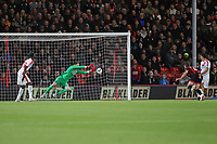 Football - 2018 / 2019 Premier League - AFC Bournemouth vs. Crystal Palace<br /> <br /> Wayne Hennessey of Crystal Palace makes a save to his left at the Vitality Stadium (Dean Court) Bournemouth <br /> <br /> COLORSPORT/SHAUN BOGGUST