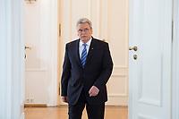 22 FEB 2013, BERLIN/GERMANY:<br /> Joachim Gauck, Bundespraesident, auf dem Weg zum Rednerpult, wo einer seine Rede zu Europa halten wird, Schloss Bellevue<br /> IMAGE: 20130222-02-003<br /> KEYWORDS: Europarede, speech, Europe, Bellevue Forum