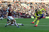 Ross Barkley of Everton tries a shot at goal. Premier League match, Burnley v Everton at Turf Moor in Burnley , Lancs on Saturday 22nd October 2016.<br /> pic by Chris Stading, Andrew Orchard sports photography.