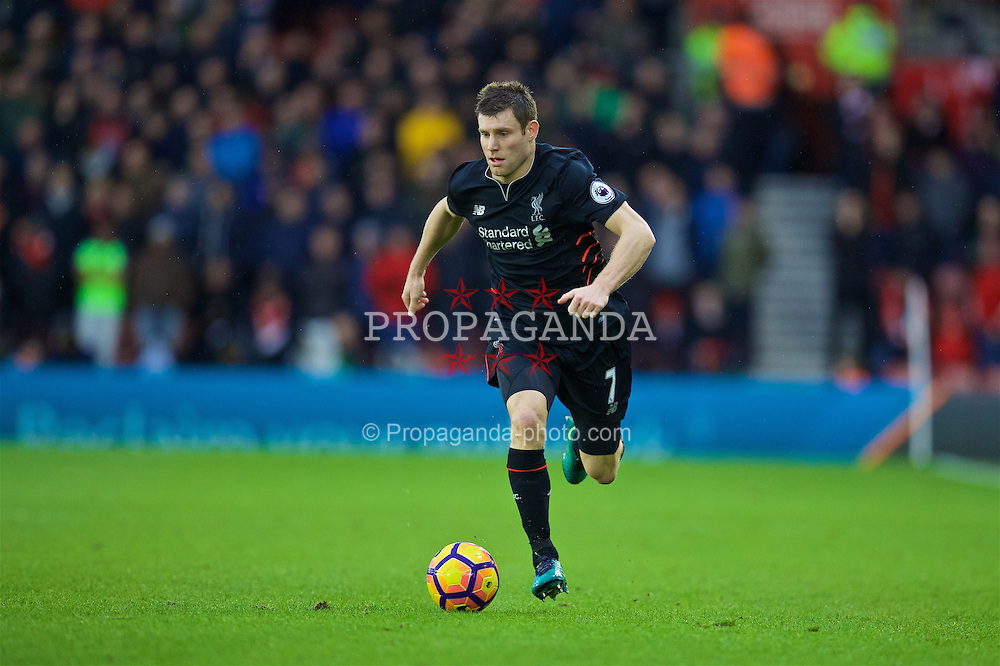 SOUTHAMPTON, ENGLAND - Saturday, November 19, 2016: Liverpool's James Milner in action against Southampton during the FA Premier League match at St. Mary's Stadium. (Pic by David Rawcliffe/Propaganda)