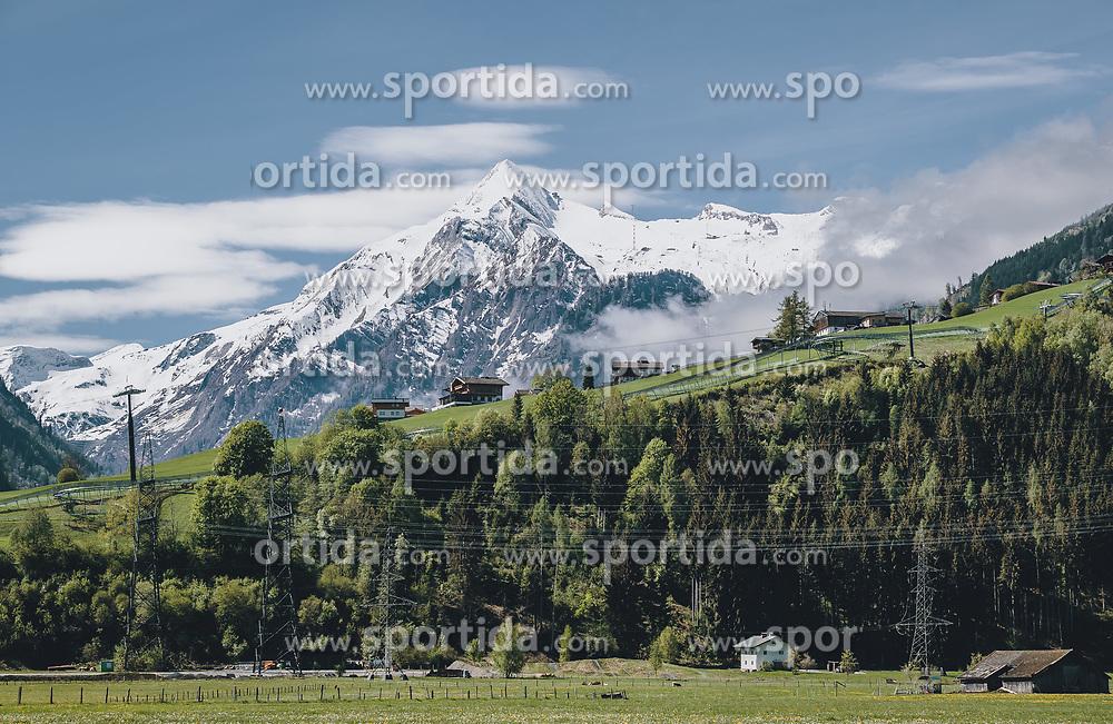 THEMENBILD - das schneebedeckte Kitzsteinhorn im Frühling, im Tal sind die Wiesen und Berghänge schon saftig grün, aufgenommen am 30. April 2020, Kaprun, Österreich // the snow-covered Kitzsteinhorn in spring, in the valley the meadows and mountain slopes are already lush green on 2020/04/30, Kaprun, Austria. EXPA Pictures © 2020, PhotoCredit: EXPA/ Stefanie Oberhauser
