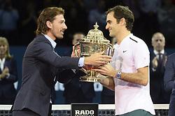 October 29, 2017 - Basel, Schweiz - Basel, Tennis - Swiss Indoors Final 2017, 29.10.2017, Fabian Cancellara übergibt Roger Federer (SUI) den Pokal. (Credit Image: © Melanie Duchene/EQ Images via ZUMA Press)