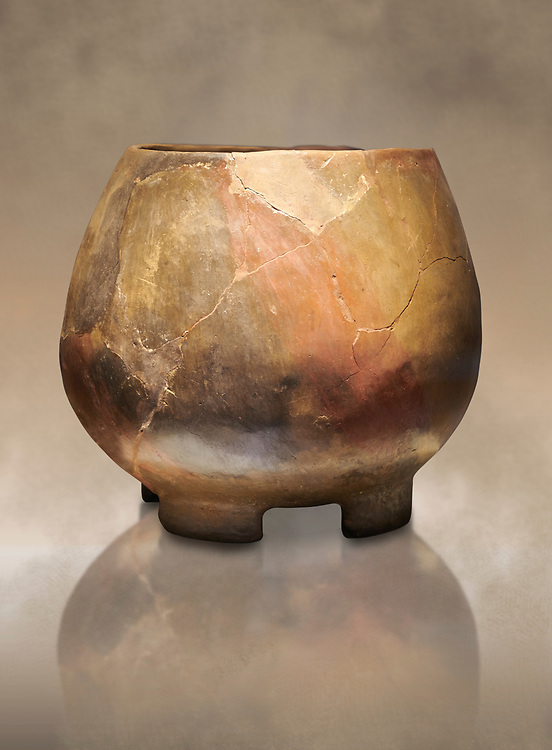 Neolithic terracotta cook pot. 6000 BC. Catalhoyuk Collections. Museum of Anatolian Civilisations, Ankara .<br /> <br /> If you prefer you can also buy from our ALAMY PHOTO LIBRARY  Collection visit : https://www.alamy.com/portfolio/paul-williams-funkystock/prehistoric-neolithic-art.html - Type Catalhoyuk into the LOWER SEARCH WITHIN GALLERY box. Refine search by adding background colour, place, museum etc.<br /> <br /> Visit our PREHISTORIC PLACES PHOTO COLLECTIONS for more  photos to download or buy as prints https://funkystock.photoshelter.com/gallery-collection/Prehistoric-Neolithic-Sites-Art-Artefacts-Pictures-Photos/C0000tfxw63zrUT4