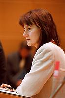 17 JAN 2000, BERLIN/GERMANY:<br /> Edelgard Bulmahn, SPD, Bundesbildungsministerin, während einer Pressekonferenz zum Thema Bildungsinitiative, Willy-Brandt-Haus<br /> IMAGE: 20000117-01/01-15