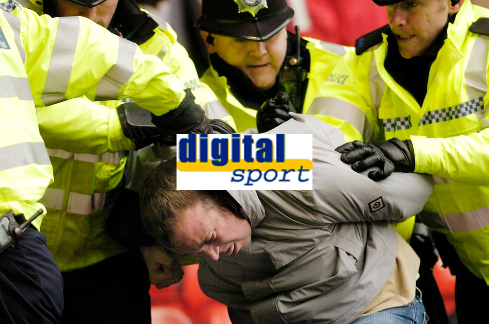 Photo: Leigh Quinnell.<br /> Nottingham Forest v Swansea. Coca Cola League 1. 11/02/2006. Police show a Swansea fan the door after trouble.