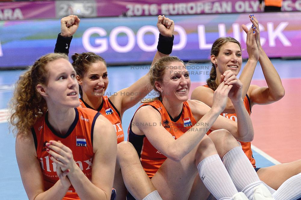 09-01-2016 TUR: European Olympic Qualification Tournament Rusland - Nederland, Ankara<br /> De Nederlandse volleybalsters hebben de finale van het olympisch kwalificatietoernooi tegen Rusland verloren. Oranje boog met 3-1 voor de Europees kampioen (25-21, 22-25, 25-19, 25-20) / Nicole Koolhaas #22, Myrthe Schoot #9, Quinta Steenbergen #7, Robin de Kruijf #5