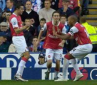 Photo: Daniel Hambury.<br />Reading v Arsenal. The Barclays Premiership. 22/10/2006.<br />Arsenal's Robin van Persie (L) celebrates his goal. 0-3.