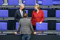 25 AUG 2021, BERLIN/GERMANY:<br /> Olaf Scholz (L), SPD, Bundesfinanzminister, Karl Lauterbach (M), MdB, SPD, und Angela Merkel (R), CDU, Bundeskanzlerin, im Gespraech, vor Beginn der Debatte zur Lage in Afghanistan, Bundeswehreinsatz zur Evakuierung aus Afghanistan, Plenum, Reichstagsgebaeude, Deutscher Bundestag<br /> IMAGE: 20210825-01-007<br /> KEYWORDS: Maske. Mundschutz, Corvid-19, Corona