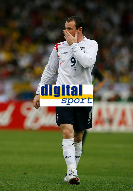 Photo: Glyn Thomas.<br />England v Ecuador. 2nd Round, FIFA World Cup 2006. 25/06/2006.<br /> England's Wayne Rooney rues a missed chance.