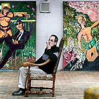 Belgie,Ellezelles ,5 november 2008..Pjeroo Roobjee, pseudoniem van Dirk De Vilder (Gent, 7 februari 1945) is een Vlaams kunstenaar. Hij volgde lessen schilderkunst, tekenkunst en graveren aan de Koninklijke Academie voor Schone Kunsten van zijn geboortestad en aan de voorbereidende afdeling van de Rijksacademie te Amsterdam..Heden is hij werkzaam als schilder, tekenaar, graficus, acteur, causeur, auteur, theatermaker, entertainer en zanger..Zijn plastische zowel als zijn literaire bezigheden werden meermaals bekroond. Zo werd hij menig keer onderscheiden in de Prix de la Jeune Peinture, werd hij laureaat van de Leo J. Krynprijs voor zijn debuutroman De Nachtschrijver en ontving hij in 1984 de Eugène Baie-prijs. In 1994 werd hem de Louis Paul Boon-prijs toegekend, in 1998 werd hij bekroond met de Arkprijs van het Vrije Woord en in 2004 werd hij laureaat van de Cultuurprijs van de stad Gent voor zijn literair werk.