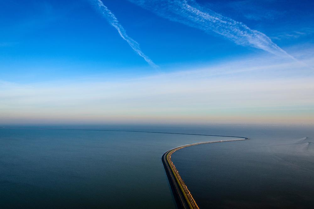 Nederland, Flevoland, Lelystad, 18-01-2016; Houtribdijk verbindt Enkhuizen en Lelystad en deelt het IJsselmeer in IJsselmeer en Markermeer (links). De Houtribdijk is oorspronkelijk aangelegd om het Markeermeer in te polderen tot Markerwaard. De plannen voor deze inpoldering maakte reeds deel uit van de Zuiderzeewerken. Andere namen voor de dijk zijn: Markerwaarddijk, Lelydijk, Dijk Enkhuizen-Lelystad, N302.<br /> Houtrib dike linking Enkhuizen and Lelystad, dividing lake IJsselmeer in IJsselmeer and Marker lake(left). The dike was originally built make the reclamation of the polder Markerwaard possible. The plans for the reclamation was already part of the Zuiderzee Works (1891)<br /> luchtfoto (toeslag op standard tarieven);<br /> aerial photo (additional fee required);<br /> copyright foto/photo Siebe Swart