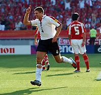 Fotball, 17. juni 2004, EM, Euro 2004, Sveits- England, Steven Gerrard England celebrates scoring 3rd goal<br /> <br /> Foto: Digitalsport