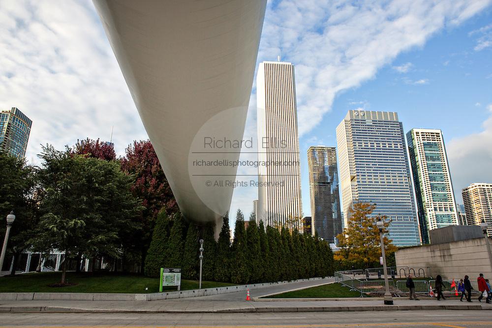 Nichols Bridgeway linking the The Art Institute of Chicago Modern Wing to Millennium Park over Monroe Street in Chicago USA