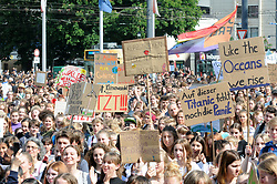 Germany, Freiburg - May 24, 2019.Youth climate strike on Friday.More than 8000 schoolchildren hold placards and chant slogans during a protest demonstration against government's inaction on climate change. (Credit Image: © Antonio Pisacreta/Ropi via ZUMA Press)