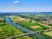 Nederland, Noord-Brabant, Gemeente Boxmeer; 27-05-2020; rivier de Maas, tussen Oeffelt en Gennep (re). De rivier vormt de grens tussen Noord-Limburg (links) en Limburg. Maasbrug Gennep in de N264.<br /> River Maas, between Oeffelt and Gennep (re). The river forms the border between North Limburg (left) and Limburg. Maasbrug Gennep in the N264.<br /> <br /> aerial photo (additional fee required)<br /> copyright © 2020 foto/photo Siebe Swart