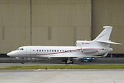 Zijne Hoogheid Prins Albert II van Monaco komt aan op schiphol met zijn eigen vliegtuig, een Falcon 7X - een milieubewust vliegtuig.<br /> <br /> His Highness Prince Albert II of Monaco arrives at Schiphol with his own plane, a Falcon 7X - an environmentally friendly aircraft.