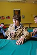 Berlino: Canisius College, piccola cafeteria all'interno del college. tutti i prodotti alimentari sono biologici, le bibite sono gasate ( coca, fanta ecc.)sono bandite..Berlin, Canisius College. bar in the school...