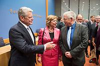 14 OCT 2014, BERLIN/GERMANY:<br /> Joachim Gauck (L), Bundespraesident, Daniela Schadt (M), Lebensgefährtin des Bundespraesidenten, und Gregor Mayntz (R), Vorsitzender der Bundespressekonferenz, Abendveranstaltung anl. des 65. Jahrestages des Bestehens der Bundespressekonferenz<br /> IMAGE: 20141014-01-032<br /> KEYWORDS: Geburtstag, Jubiläum, Jubilaeum, BPK